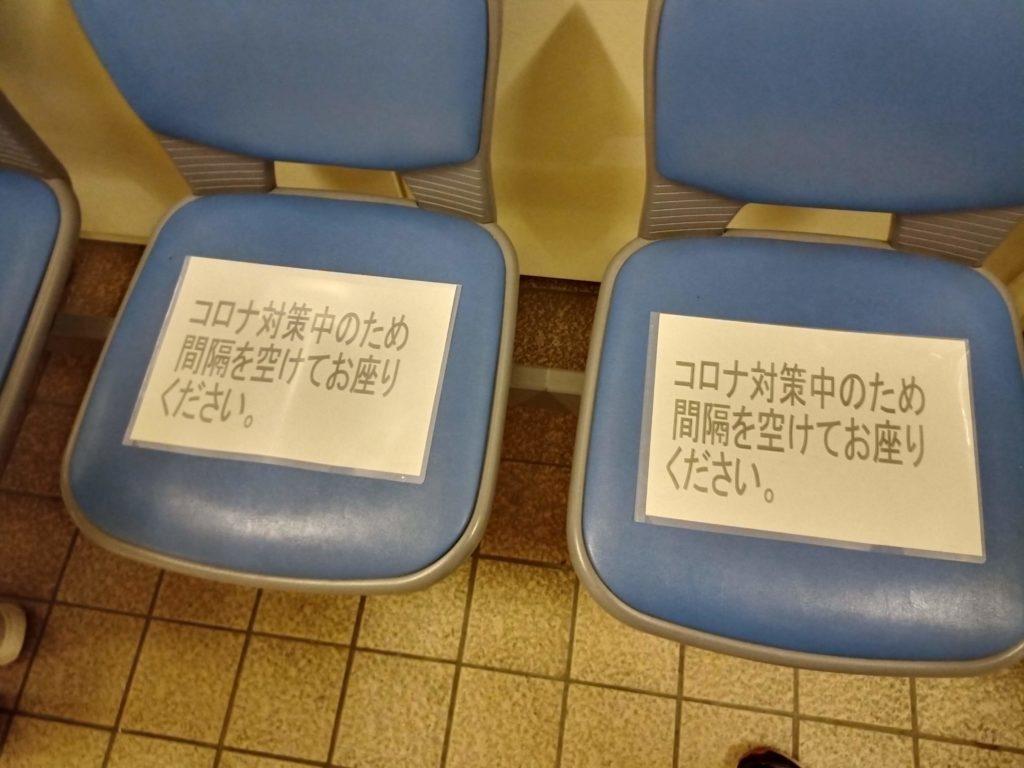家具, 座席, チェアー が含まれている画像  自動的に生成された説明